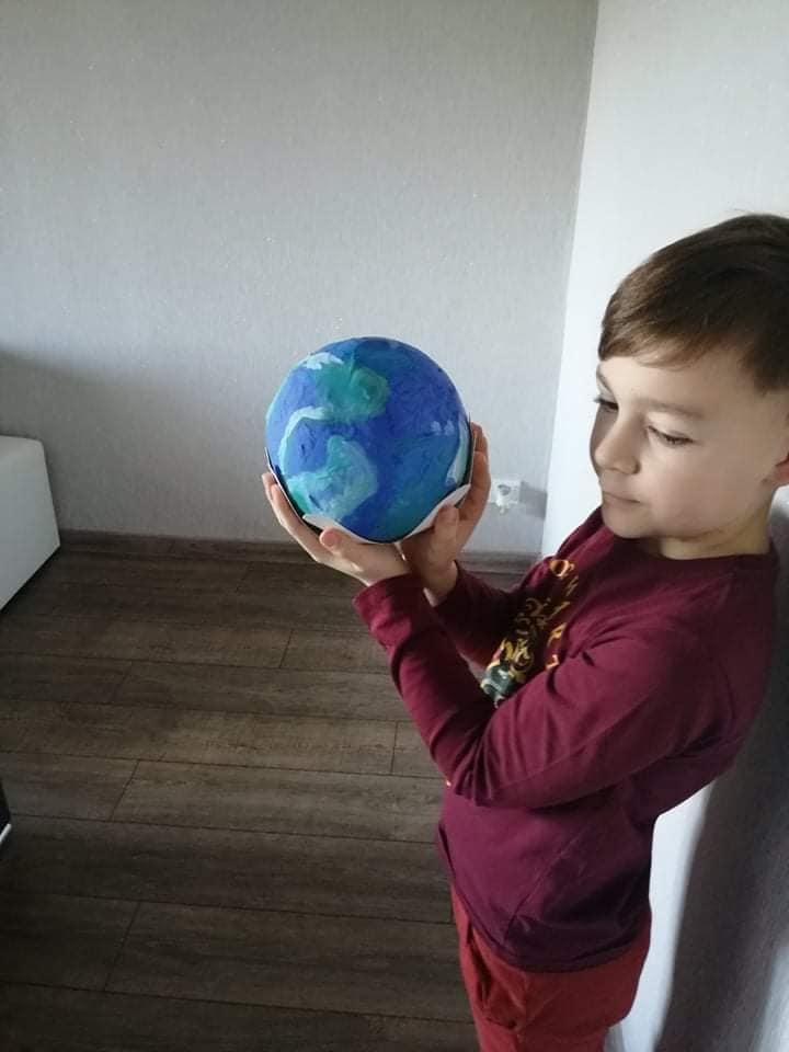 """Pradinių klasių mokiniai sutiko """"Žemės dieną"""""""